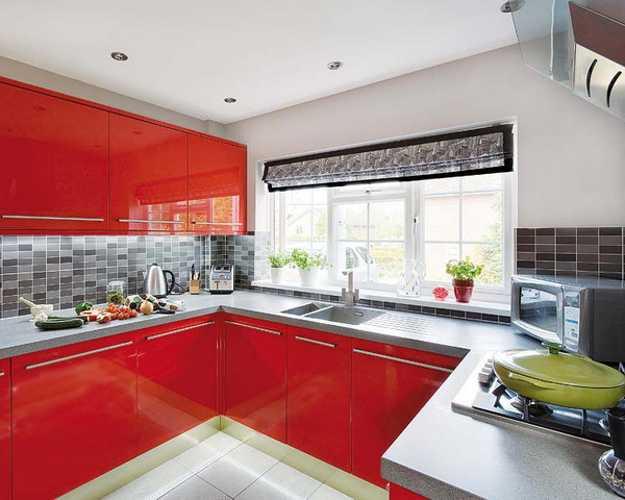 کابینت با رنگ قرمز
