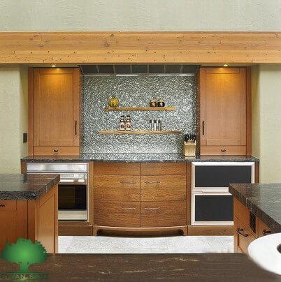 دیوار بین کابینت آشپزخانه با شیشه بافت دار
