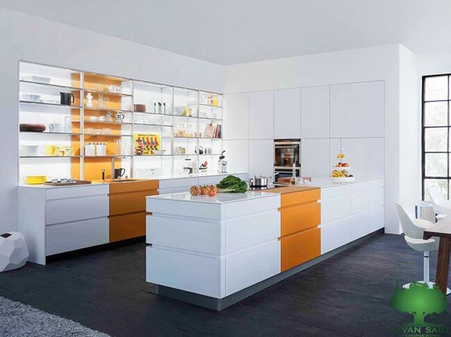 رنگ قفسه های باز و تاثیر آن بر کابینت آشپزخانه