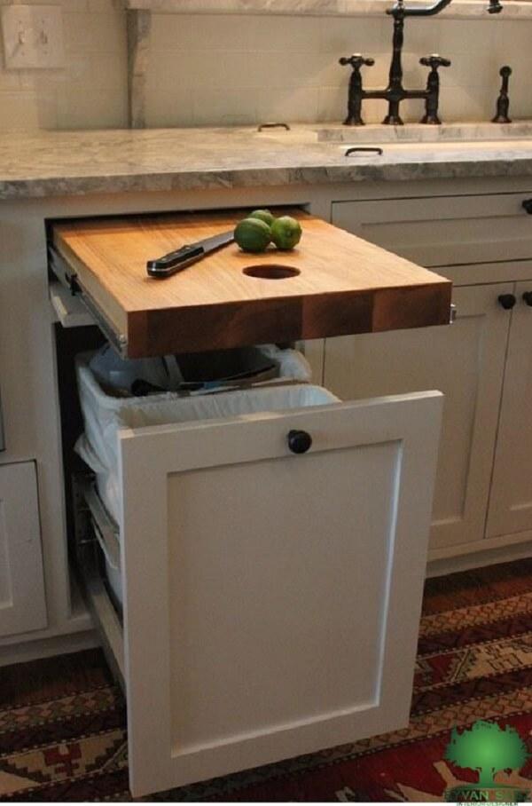طراحی تخته قصابی توکار در کابینت آشپزخانه