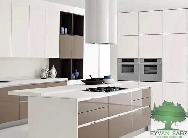 طراحی داخلی آشپزخانه با کابینت پلی گلاس